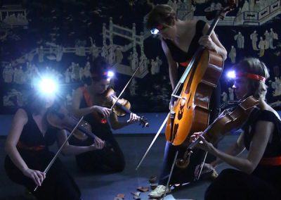 600x900_Pressebild 1_Quartett PLUS 1_Sprung in der Schüssel1@Anne Sophie Malessa